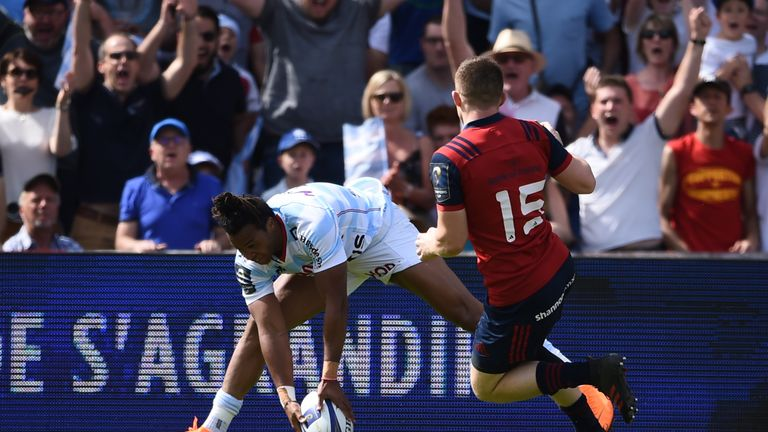 Thomas goes over for their first try as early as the fifth minute in Bordeaux