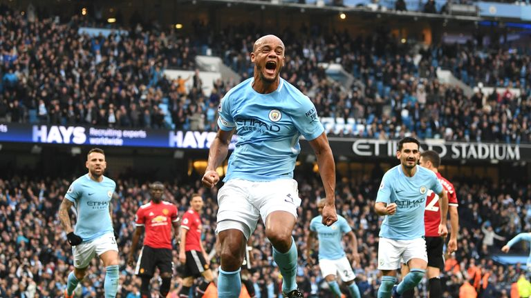 Manchester City wins title with Manchester United loss