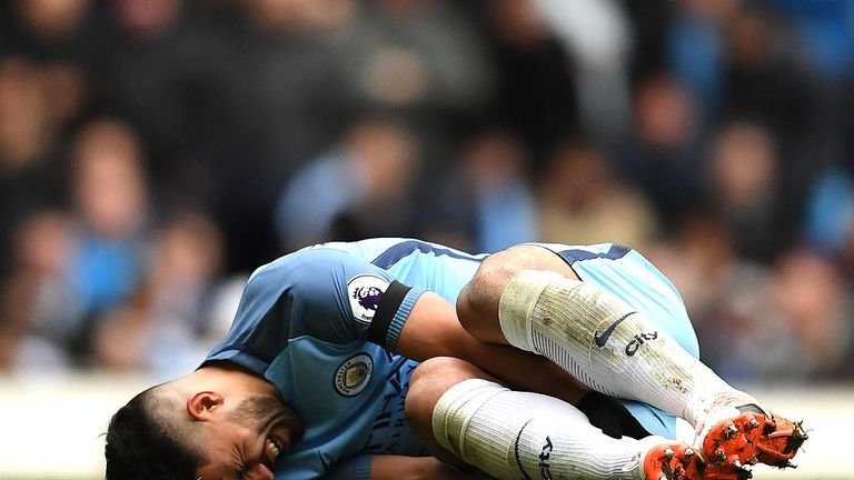 Aguero admits to struggling with knee injuries since 2013