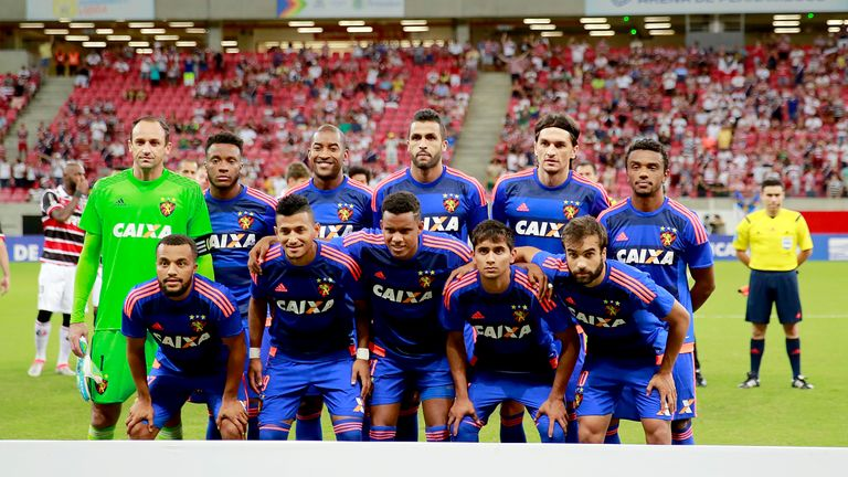 Wallace with the Sport Recife team ahead of a Copa Sudamericana clash
