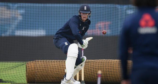 Dogged England build Test lead against Pakistan