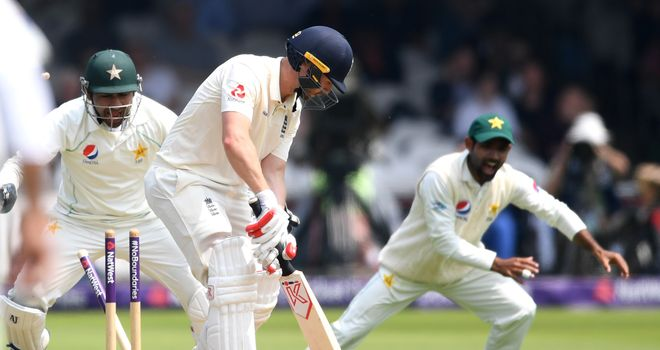 Pakistan end day 2 at 350/8, lead England by 166