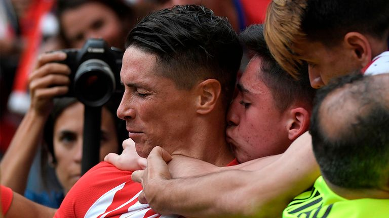 Atletico Madrid's Spanish forward Fernando Torres (L) is kissed by fans after scoring a goal during the Spanish league football match between Club Atletico de Madrid and SD Eibar at the Wanda Metropolitano stadium in Madrid on May 20, 2018. (Photo by GABRIEL BOUYS / AFP)        (Photo credit should read GABRIEL BOUYS/AFP/Getty Images)