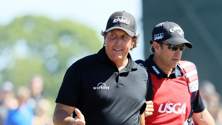 Mickelson hits moving ball, incurs 2-shot penalty