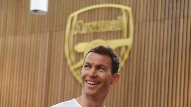 Stephan Lichtsteiner will join Arsenal on a free transfer
