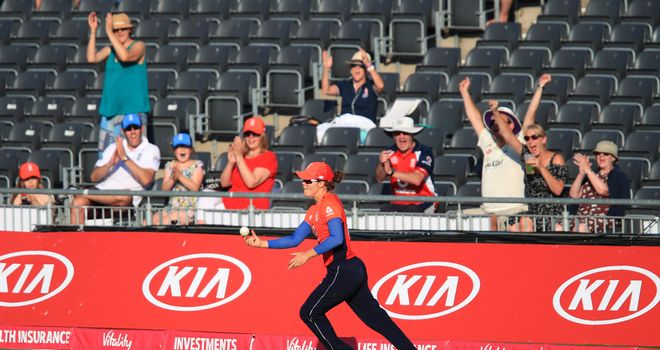 Bates, Devine see New Zealand into women's tri-series final