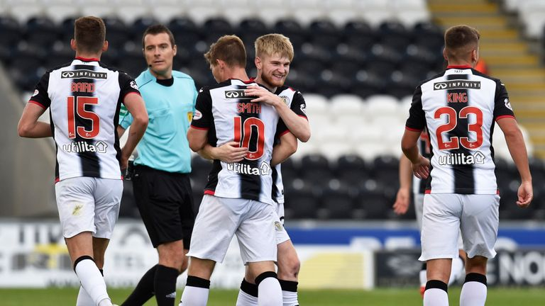 St Mirren won 6-0 against Dumbarton