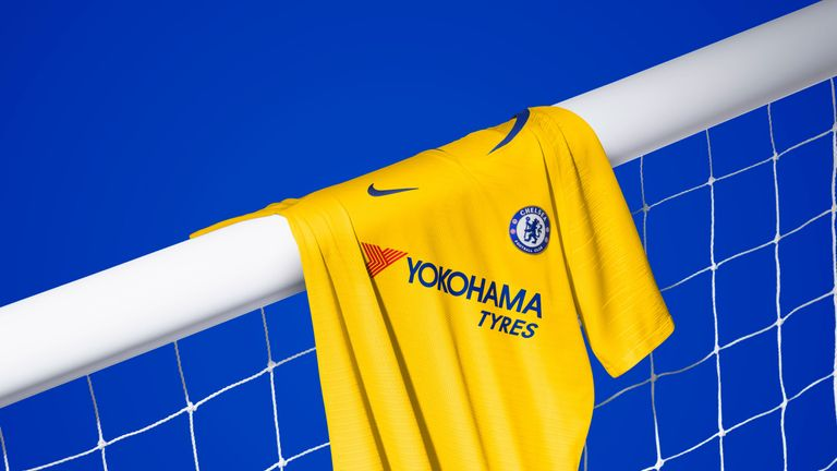 Chelsea's away kit for the 2018/19 season is yellow (Nike)