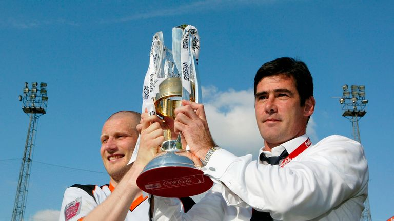 Mike Newell left Luton in March 2007 after criticising the club for selling players