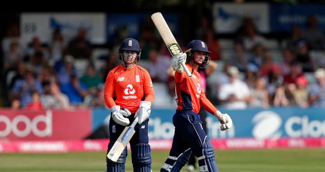 England beat New Zealand by seven wickets in women's T20 tri-series