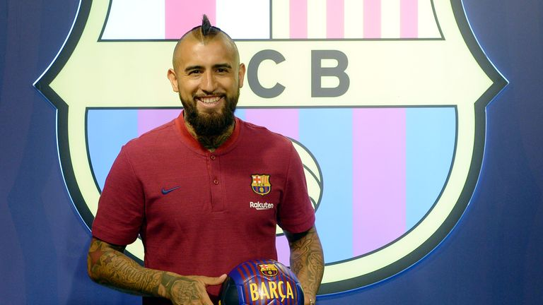 Arturo Vidal inks contract with Barcelona
