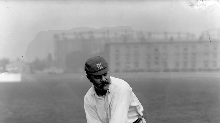 Billy Murdoch debuted for England in 1892, having already played for Australia