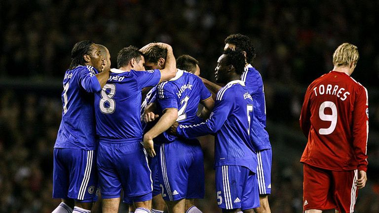 39th minute: Chelsea draw level thanks to an Ivanovic header.