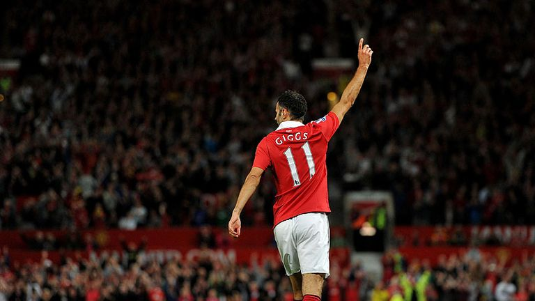 Giggs celebrates scoring the third goal for Manchester United