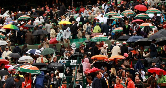 Rain delay: Play was suspended on Philippe Chatrier due to inclement weather in Paris