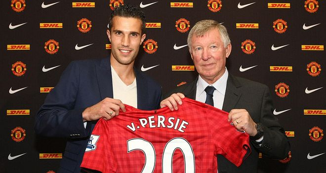 Alex Ferguson (R) unveils new signing Robin van Persie (L)  in the summer of 2012