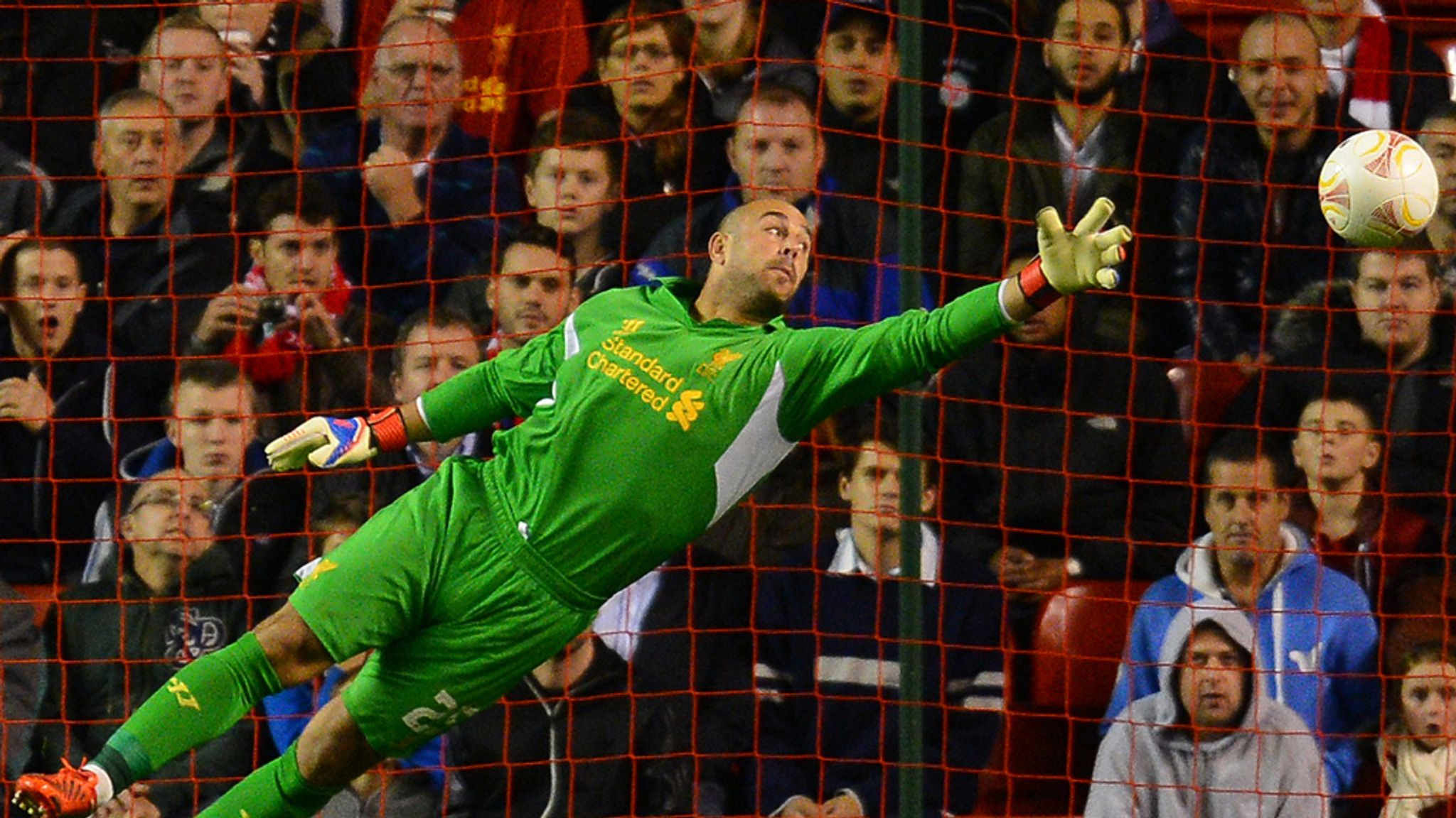 Pepe Reina back in Liverpool training ahead of Everton game