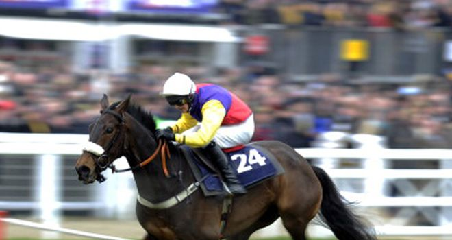 Golden Chieftain wins the JLT Specialty Handicap Chase