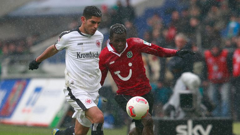 Carlos Zambrano and Mame Biram Diouf compete for the ball.