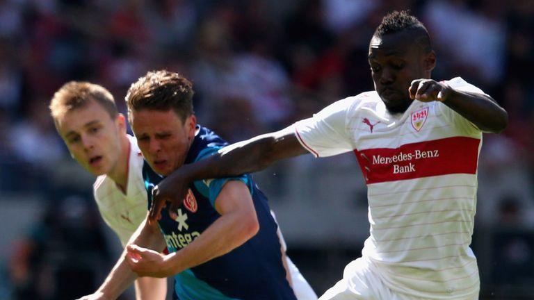 Arthur Boka takes on Nicolai Mueller
