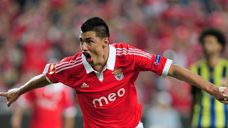 Oscar Cardozo celebrates his goal for Benfica against Fenerbahce