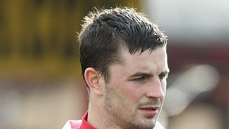Padraig Amond: Signs for Hartlepool