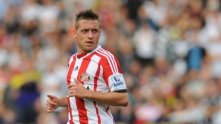 Emanuele Giaccherini of Sunderland in action during the Barclays Premier League match between Swansea City and Sunderland at Liberty Stadium on October 19, 2013