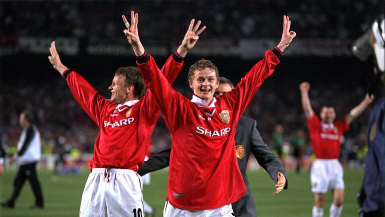 Teddy Sheringham and Ole Gunnar Solskjaer of Manchester United celebrate after their 1998 success