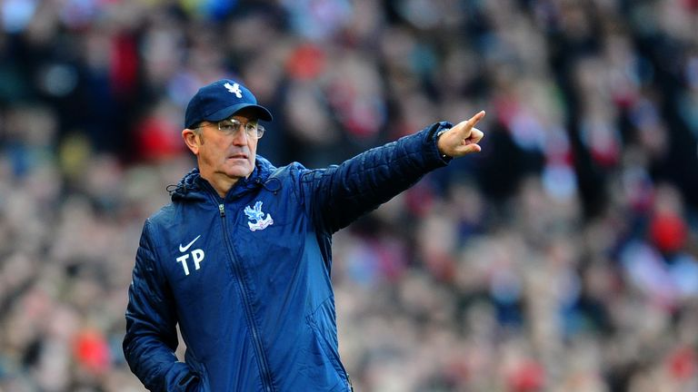Tony Pulis manager of Crystal Palace gives instructions during the Barclays Premier League match between Arsenal and Crysta