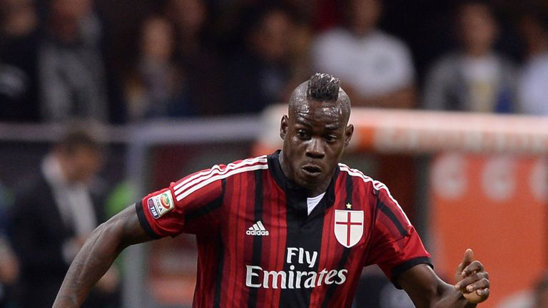 Mario Balotelli of AC Milan in action during the Serie A match between AC Milan and US Sassuolo Calcio at San Siro Stadium on May 1