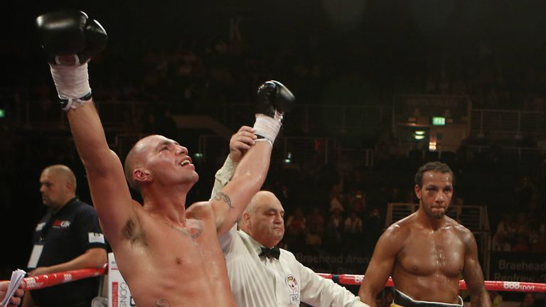 Stephen Simmons beats Wadi Camacho on points in Glasgow
