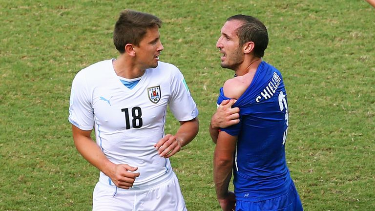 Giorgio Chiellini: Tries to show the ref the puncture marks on his shoulder