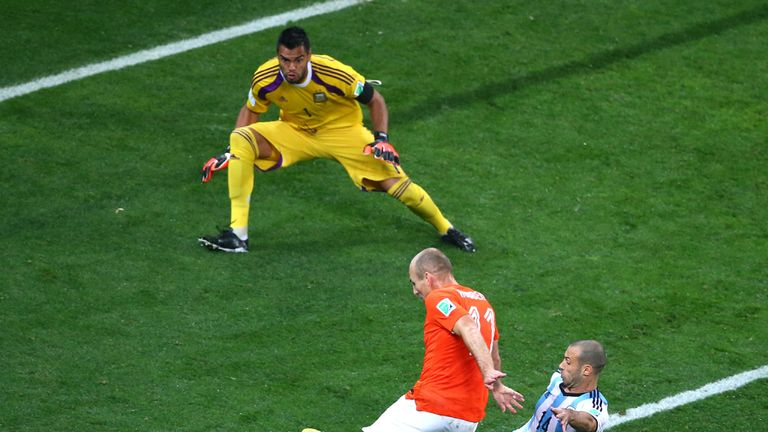 SAO PAULO, BRAZIL - JULY 09: Javier Mascherano of Argentina tackles Arjen Robben of the Netherlands as he attempts a shot against goalkeeper Sergio Romero