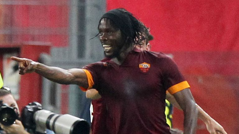 ROME, ITALY - AUGUST 30:  Gervinho of AS Roma celebrates after scoring the second team's goal during the Serie A match between AS Roma and ACF Fiorentina a