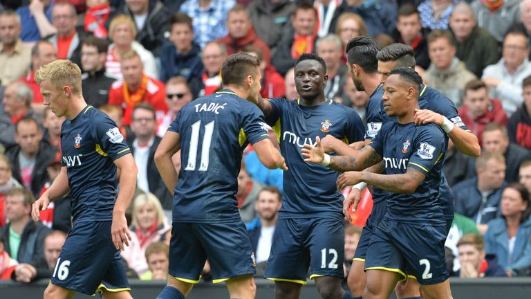 Southampton's English defender Nathaniel Clyne (R) clebrates scoring the equalising goal with teammates during the English Premier League football match be