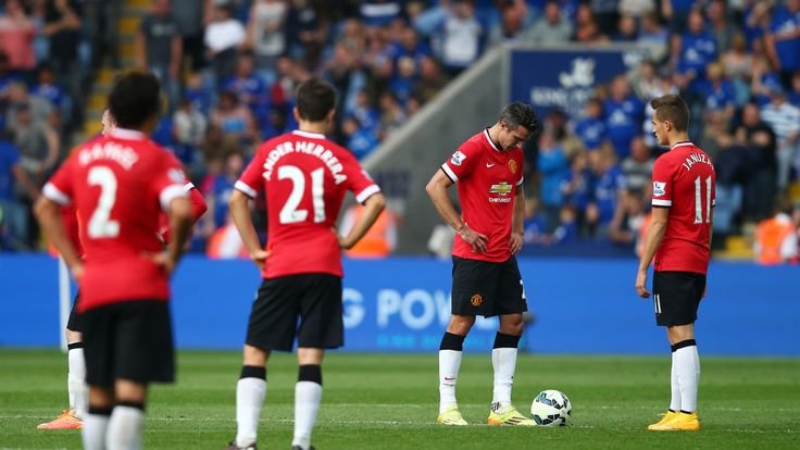 LEICESTER, ENGLAND - SEPTEMBER 21:  Dejected Manchester United players look on as they head towards a 5-3 defeat during the Barclays Premier League match b