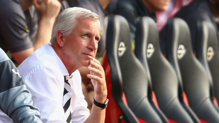 SOUTHAMPTON, ENGLAND - SEPTEMBER 13:  Alan Pardew manager of Newcastle United looks thoughtful during the Barclays Premier League match between Southampton