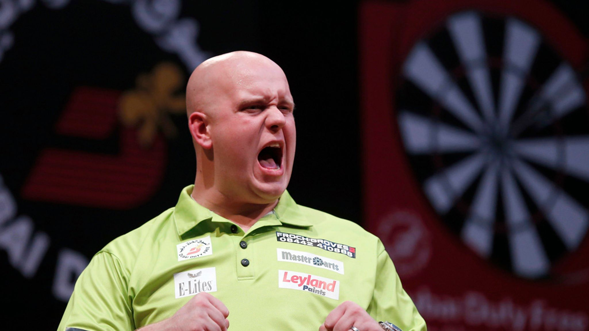 World Darts Championship: Back Cullen to surprise Mighty Mike