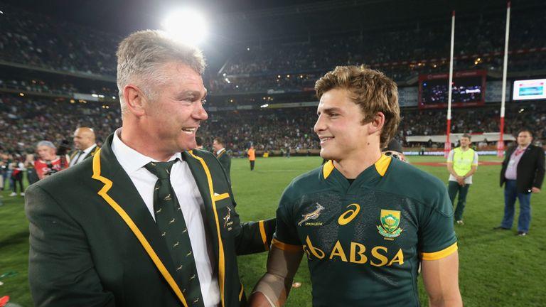 Heyneke Meyer (L) congratulates Pat Lambie after South Africa's win