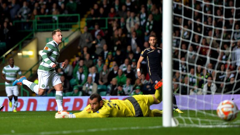 Kris Commons puts Celtic ahead in their UEFA Europa League group D match against Dinamo Zagreb.