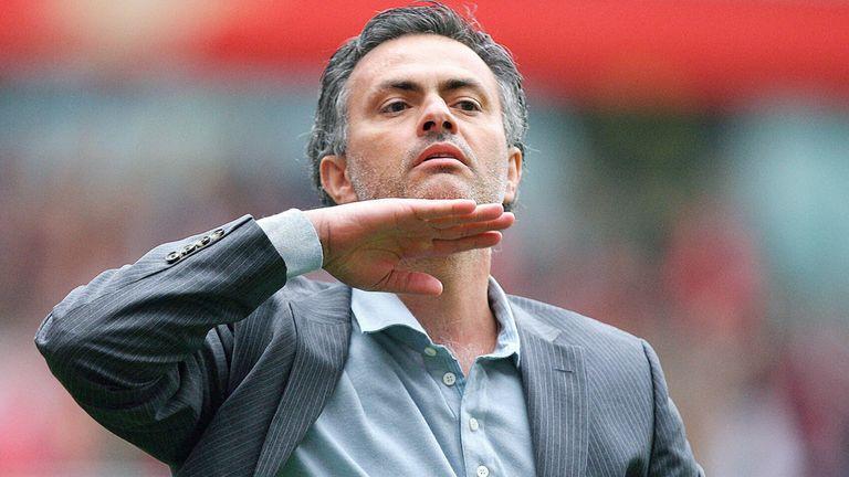 Jose Mourinho gestures to Chelsea fans in 2007