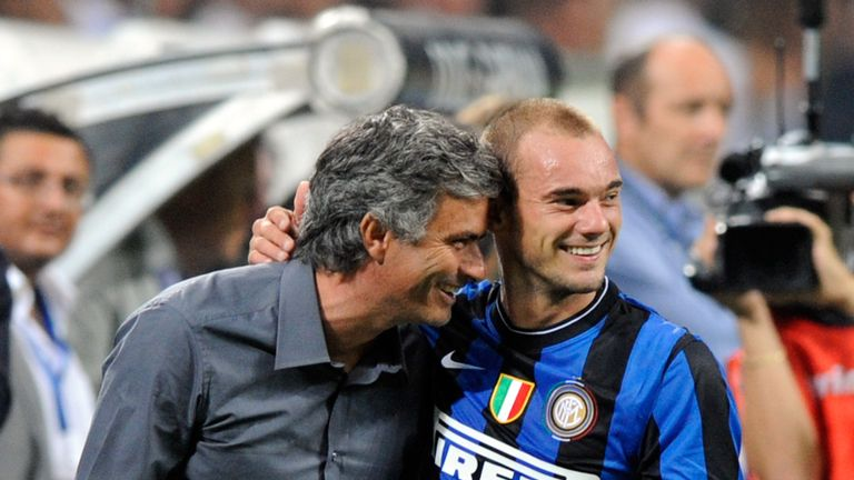 Jose Mourinho and Wesley Sneijder of Inter FC celebrate during the Serie A match between AC Milan and Inter Milan in 2009