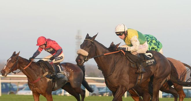 Many Clouds holds off the challenge of Houblon Des Obeaux (red silks) and Merry King (green silks).