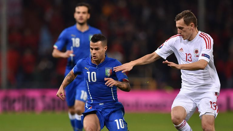Sebastian Giovinco tries to make space for Italy