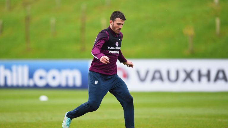 BURTON-UPON-TRENT, ENGLAND - NOVEMBER 11:  Michael Carrick in action during an England training session, ahead of the UEFA European Championship qualifier