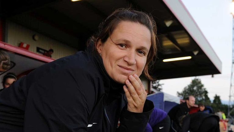 Laura Harvey: Seattle Reign coach earns FA honour