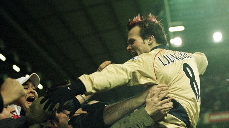 Ljungberg leaps into the crowd in 2001