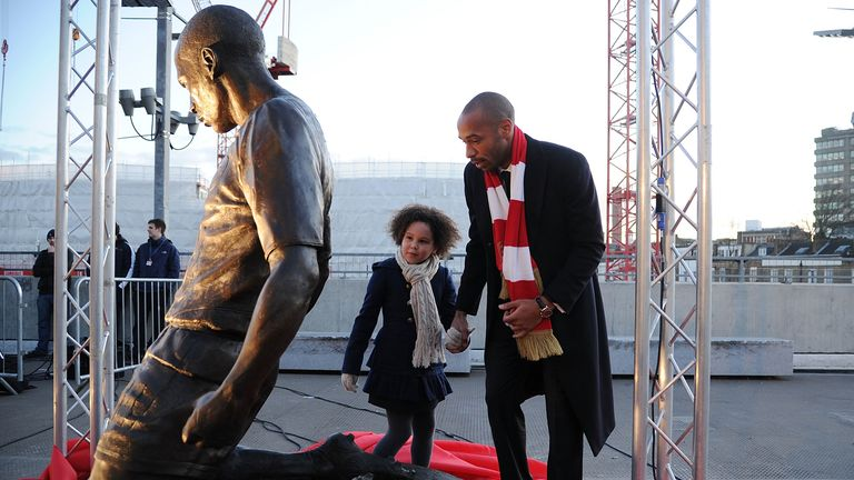 Henry takes a look at his own statue outside the Emirates Stadium.