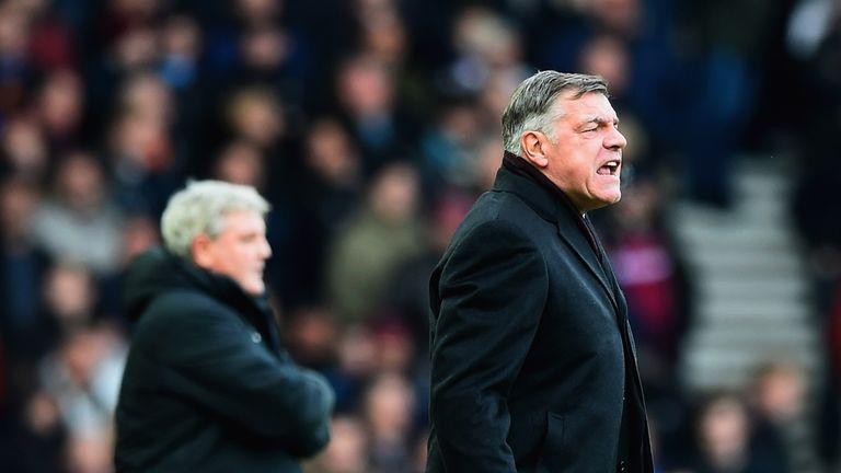 LONDON, ENGLAND - JANUARY 18:  Sam Allardyce manager of West Ham United shouts as Steve Bruce manager of Hull City