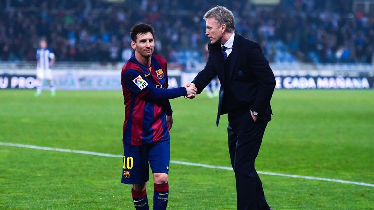 David Moyes shakes hands with Lionel Messi